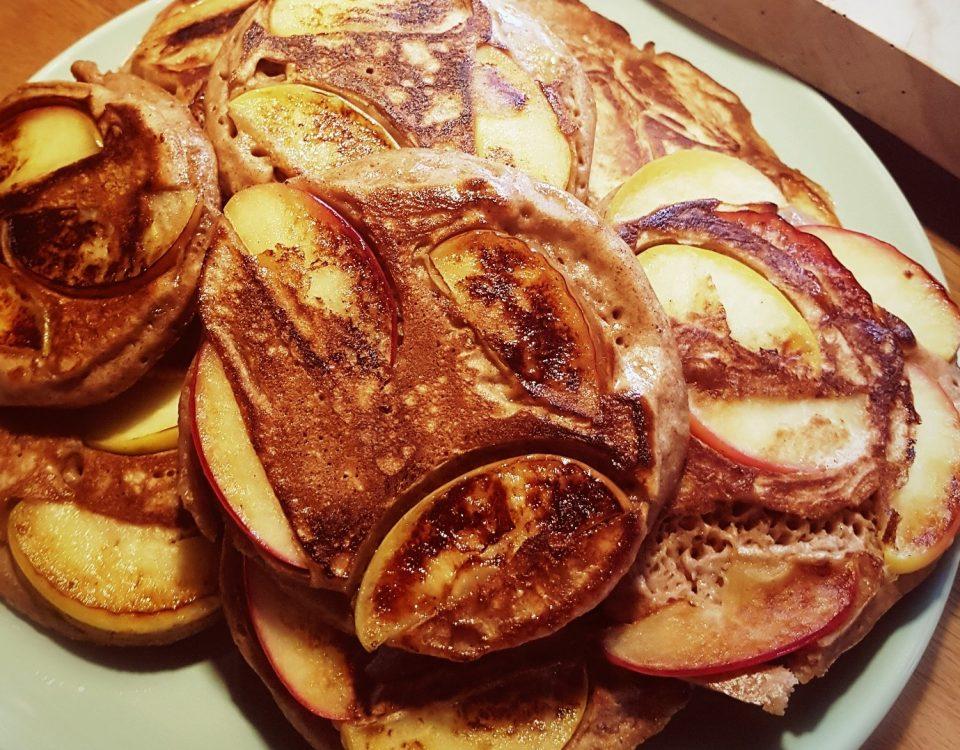Dinkelvollkorn-Pfannkuchen mit Apfel